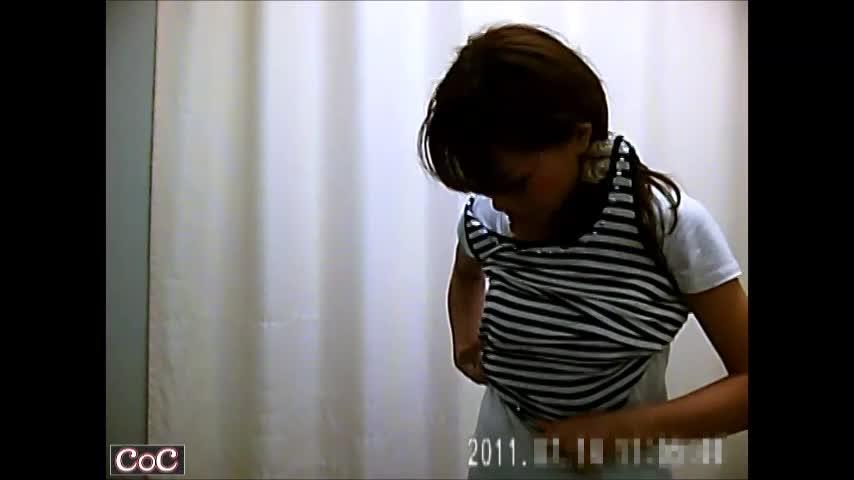 某病院内の更衣室に仕掛けられた隠しカメラ。美しい乳なオネエさんや若妻のお着替えシーンを完全秘密撮影☆